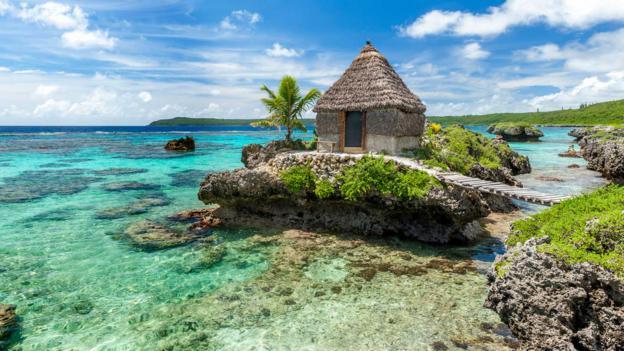 Tribal accommodation, Maré (Credit: © Destination Iles Loyaute Ducandas)