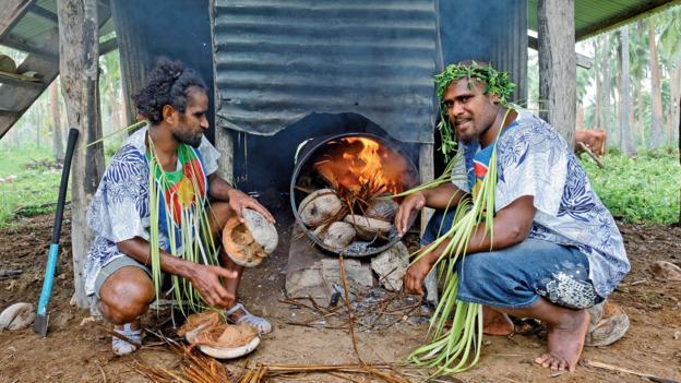 Ouvéa residents harvest coconut (Credit: © Destination Iles Loyaute Ducandas)