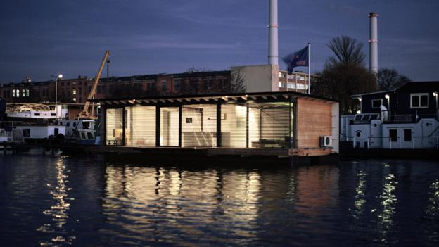 A modern houseboat in Berlin (Credit: Welcome Beyond)
