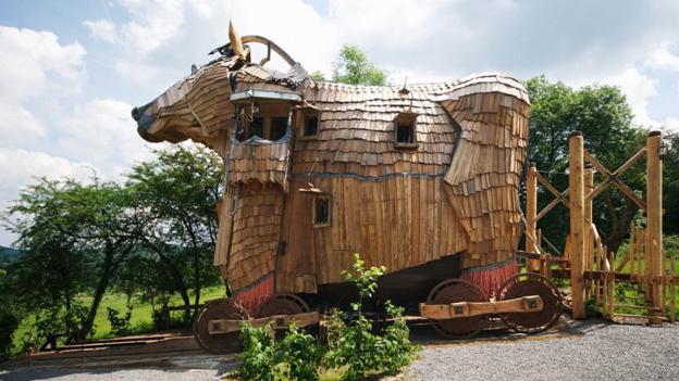 A Trojan horse in Belgium (Credit: La Balade des Gnomes)