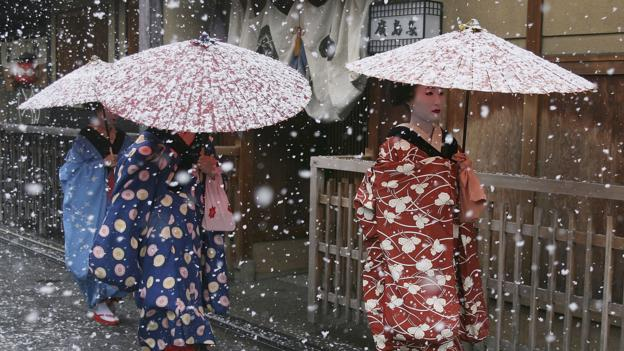 Maiko and geisha in Gion (Credit: Getty Images)