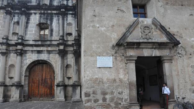 Entrance to the Iglesia y Convento de las Capuchinas (Credit: Laura Mallonee)