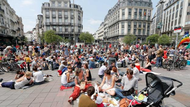 Picnicking along Boulevard Anspach (Credit: Bruno Fahy/AFP/Getty)