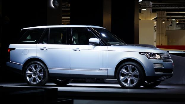 2014 Land Rover Range Rover Hybrid (Credit: Newspress)