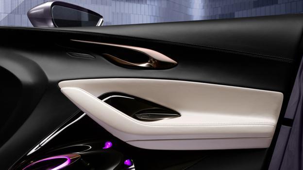 Infiniti Q30 Concept (Credit: Stefan Bischoff)