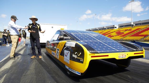 «Солнцемобиль» от Sunswift eVe будет допущен к движению по улицам