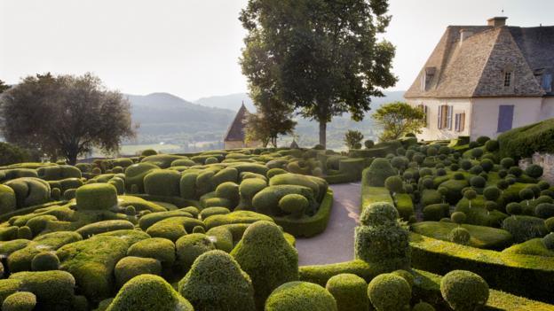 Stroll through a hilltop garden (Credit: Andrew Montgomery)