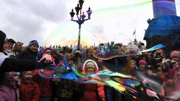 Soap bubbles in central St Petersburg (Credit: Olga Maltseva/AFP/Getty)