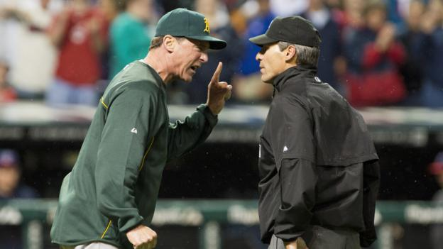 Oakland A's Manager Bob Melvin yells at umpire Angel Hernandez (Jason Miller/Getty)