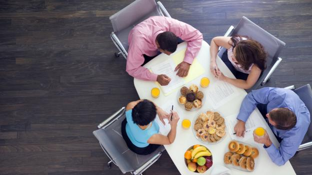Want better meetings? It could be easy as swapping venues – or adding food. (Thinkstock)