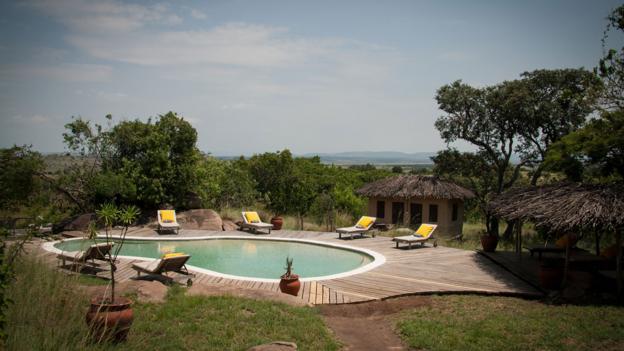 The pool at Lamai Serengeti overlooks the plains below (Credit: Colleen Clark)