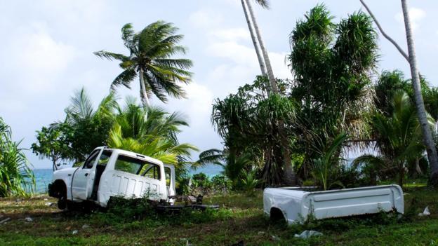 Abandoned cars on Majuro (Credit: Sameena Jarosz)