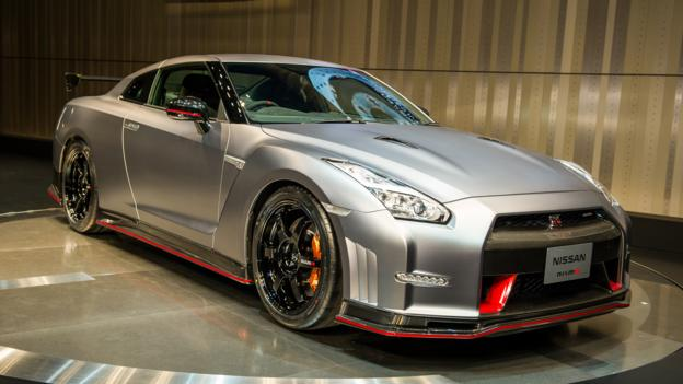 bbc autos takes nissan gt r nismo round a track. Black Bedroom Furniture Sets. Home Design Ideas
