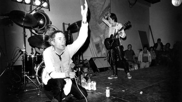Velvet revolution (Credit: Wood/Evening Standard/Getty Images)