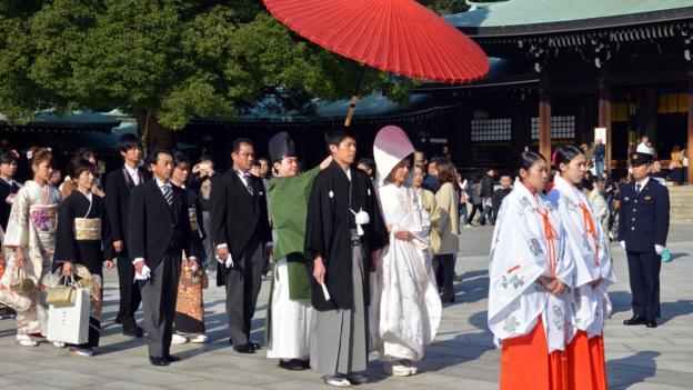 A wedding procession at Tokyo's Meiji Shrine (Credit: Yoshikazu Tsuno/AFP/Getty)