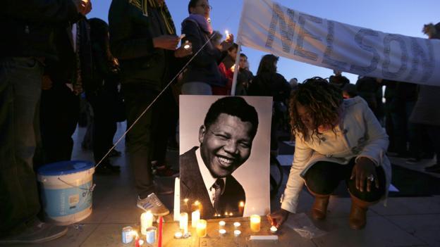 A Mandela tribute in central Paris (Credit: Francois Guillot/AFP/Getty Images)