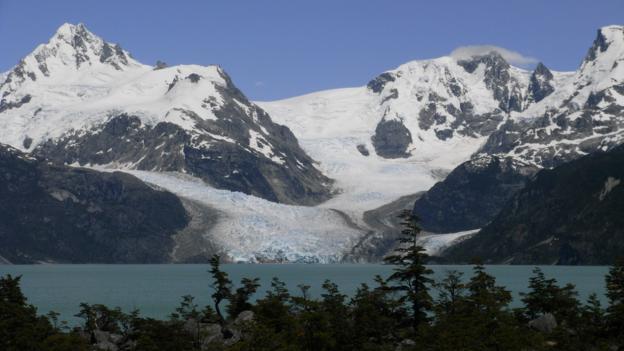 Glaciar Los Leones and Lago Los Leones (Credit: Gabi Mocatta)