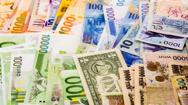 Banks from around the world are transitioning to plastic notes (Thinkstock)