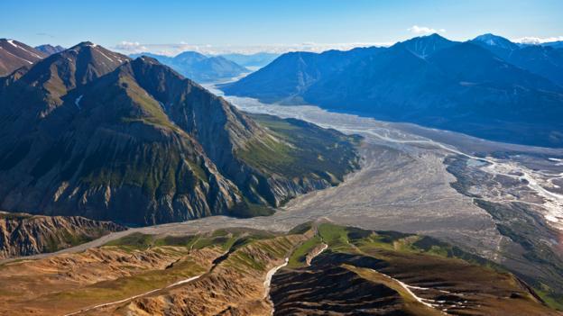 Kluane National Park, where green mountains meet glaciers (Credit: Parks Canada/Fritz Mueller)