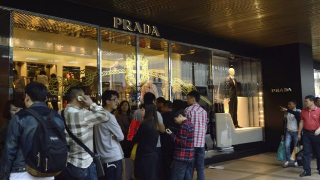 Anxious shoppers queue outside designer fashion store, Prada (Getty)