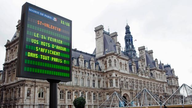 A digital declaration of love (Credit: Jean-Baptiste Gurliat/Mairie de Paris)
