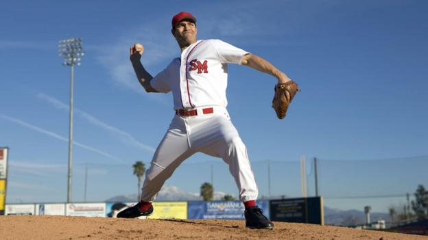 Man throwing baseball (Thinkstock)
