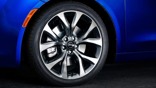 2015 Chrysler 200 (Credit: Chrysler Group)