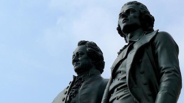 Goethe and Schiller (Credit: Weimar Tourism)