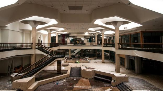 Randall Park Mall, North Randall, Ohio (architecturalafterlife.com)