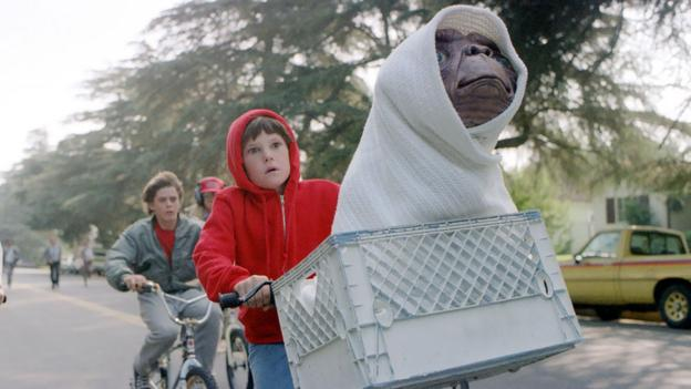 ET (USA, 1982) (Credit: Universal Pictures)