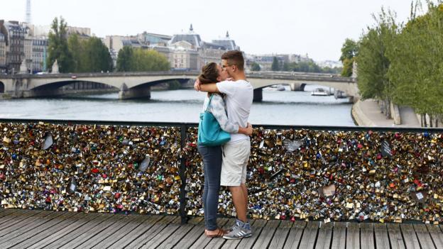 A bridge to romance? (Credit: Patrick Kovarik/AFP/Getty)