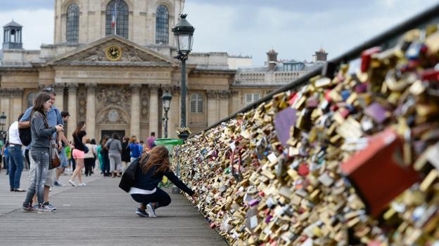 The padlocked Pont des Arts (Credit: Pascal Le Segretain/Getty)