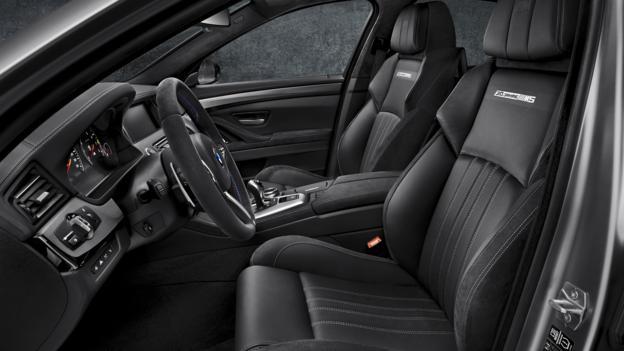 BMW 30 Jahre M5 (Credit: BMW Group)