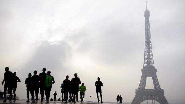 Runners have found it challenging to train amid Paris' peak smog levels. (Getty Images)