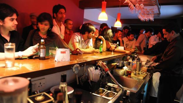 Pub night in Mumbai (Credit: Sajjad Hussain/AFP/Getty)