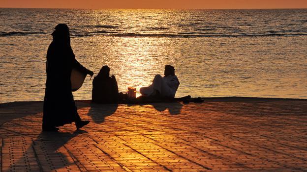 Saudis at the seafront (Credit: Fayez Nureldine/AFP/Getty)