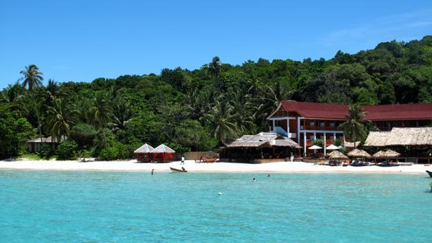 White sand beaches in Malaysia (Credit: Gina Dowd)