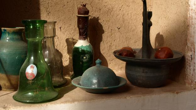 Family objects in Ateshooni house, Garmeh (Credit: Marian Reid)
