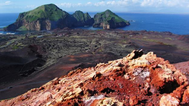 Eldfell, a volcano with a view (Credit: David Leffman/Getty)