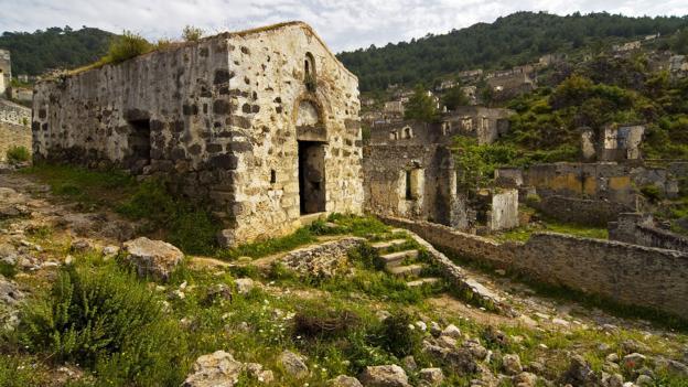 An abandoned Kayakoy chapel (Credit: Ihsanyildizli/Getty)