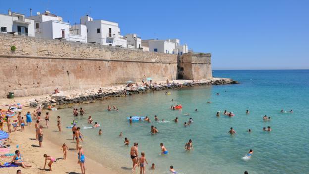 Monopoli's town beach, Puglia (Credit: Amanda Ruggeri)