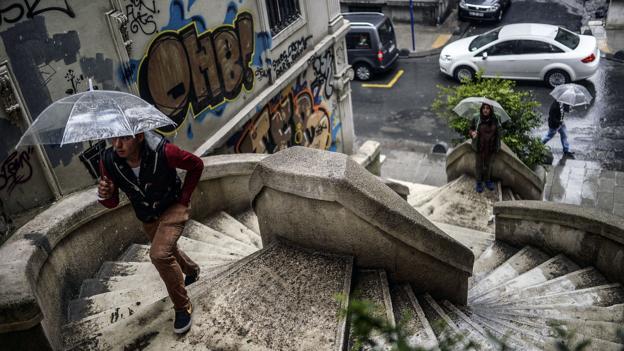 Rainy day (Credit: Bulent Kilic/AFP/Getty)