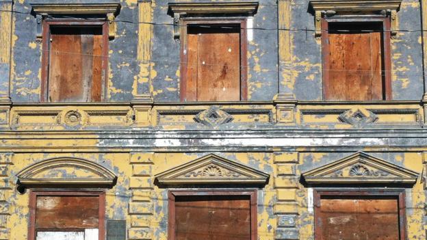 Broken-down buildings in Dawson City (Credit: Brendan Sainsbury)