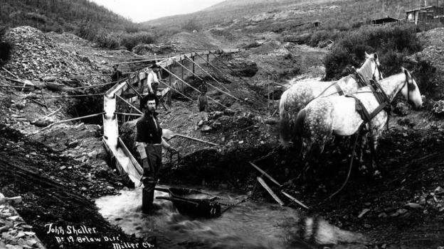 Prospectors pan in the Klondike (Credit: Hulton Archive/Getty Images)