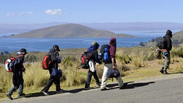 Hiking along Lake Titicaca (Credit: Aizar Raldes/AFP/Getty)
