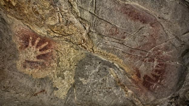 Two ancient hands (Credit: S.RECD/Government of Cantabria)