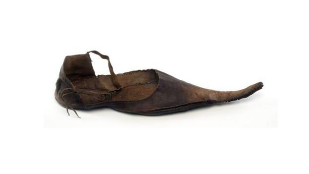 p02v0hm4 - Ten shoes that changed the world - Lifestyle, Culture and Arts