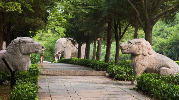 Large animal rock carvings guard the mausoleum (Credit: Credit: Kimon Berlin/Spirit Way/Flickr/CC BY-SA 2.0)