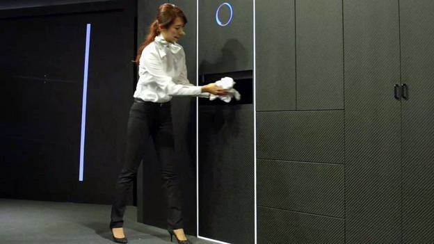 machine that folds clothes