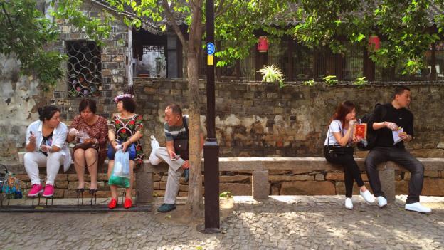 Chinese tourists kick back in Suzhou (Credit: Credit: Eva Rammeloo)